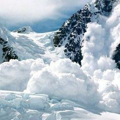 У Канаді загинули п'ятеро людей через сходження лавини