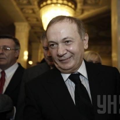 """Генпрокуратура """"подарувала"""" Юрі Єнакієвському 200 тис. євро і зняття з міжнародного розшуку - нардеп"""