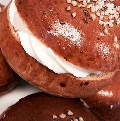 У Фінляндії почали пекти Масничні булочки - предмет суперечок, обожнювання і причина трагічної загибелі монарха