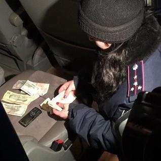 У Києві інтернет-шахрай розповсюджував фальшиву валюту