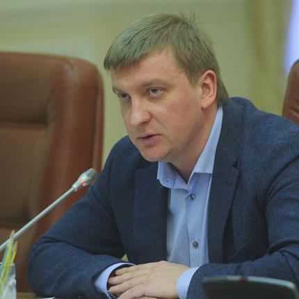 Активісти заблокували міністра юстиції у його кабінеті