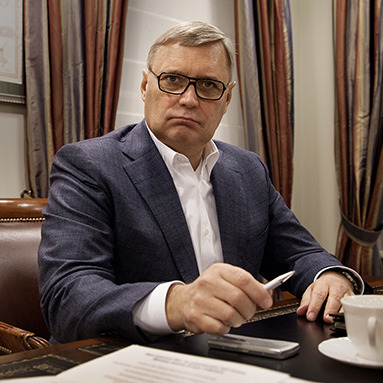 Михайла Касьянова закидали яйцями