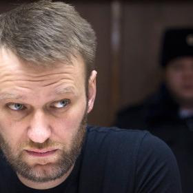 Навальний подав до суду на Путіна