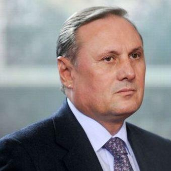 Після закінчення домашнього арешту Єфремов замовив собі новий закордонний паспорт