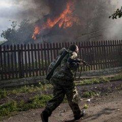 Через нічний обстріл у Мар'їнці згоріло п'ять будинків