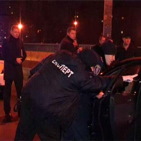 Стрілянина поліції, кредити від МВФ, блокада російських фур та інше у дайджесті новин за тиждень
