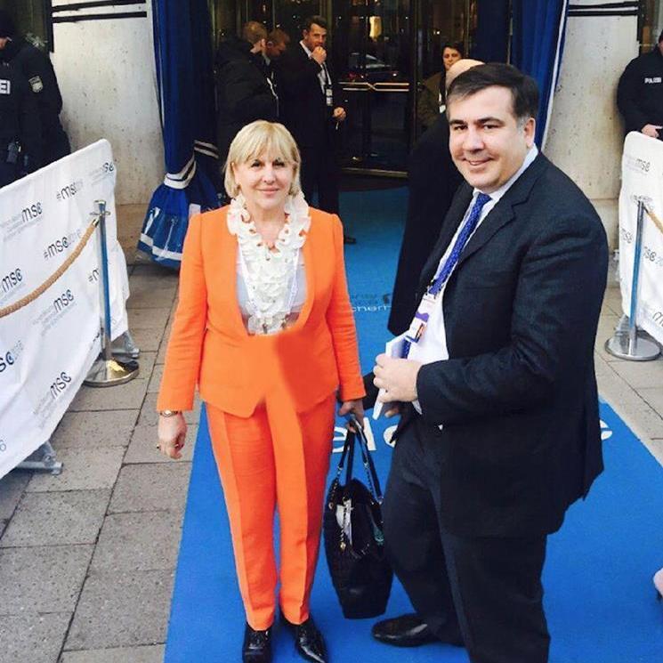 Саакашвілі зустрівся з мамою на конференції у Мюнхені (фото)