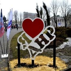 В окупованому Донецьку відкрили монумент «Я люблю ДНР»