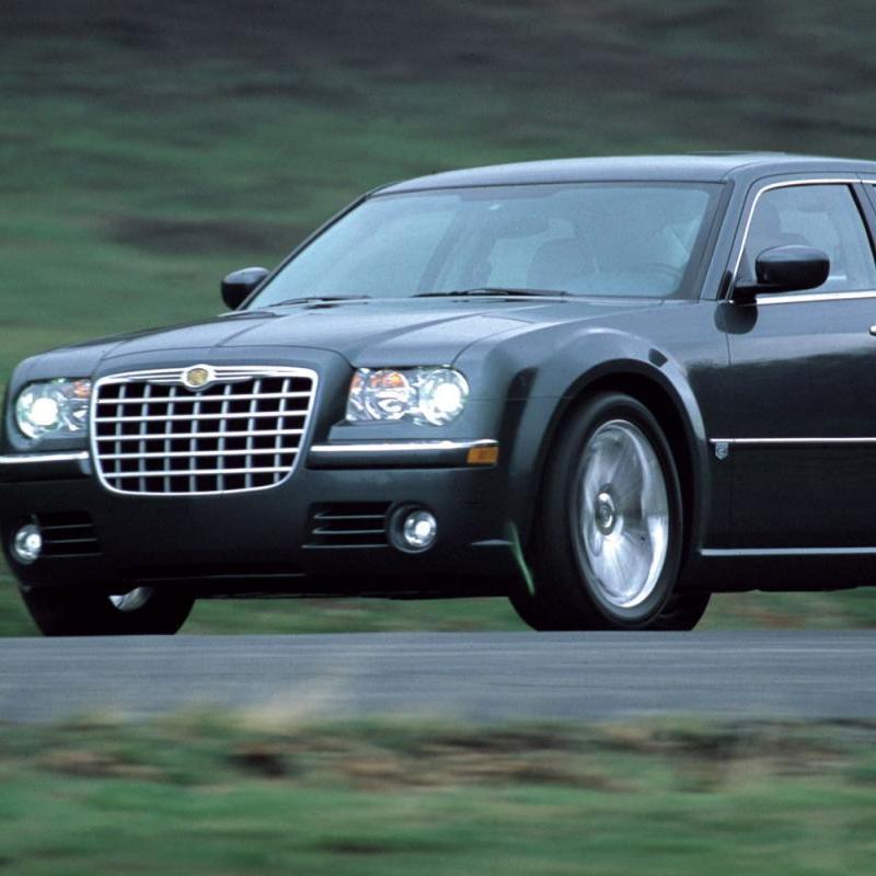 За перевезення контрабанди у жінки конфіскували Chrysler і товар