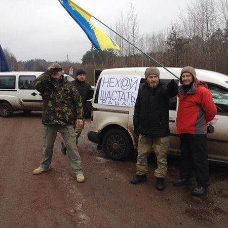 Харківчани попередили митників про опір при спробі в'їзду російських вантажівок