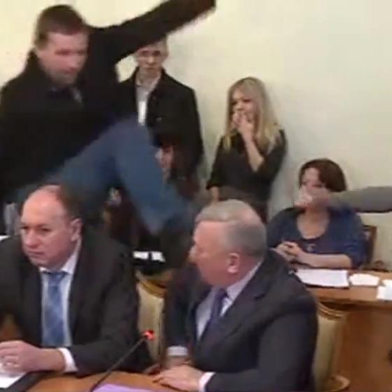 Побитий генерал СБУ програв суд Парасюку