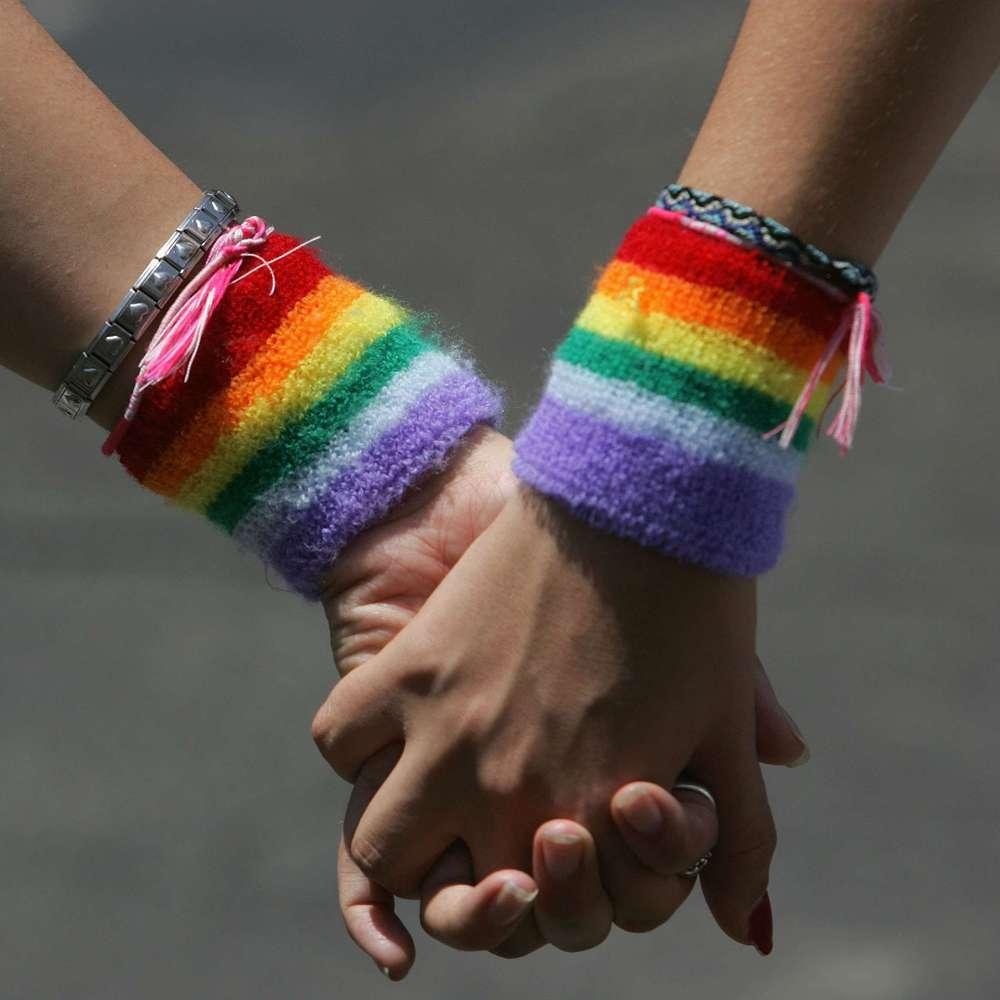 У Фінляндії одностатевим парам дозволили оформляти шлюб