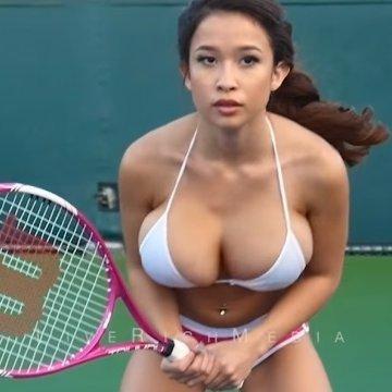 Новою зіркою YouTube стала тенісистка з великими грудьми (відео)