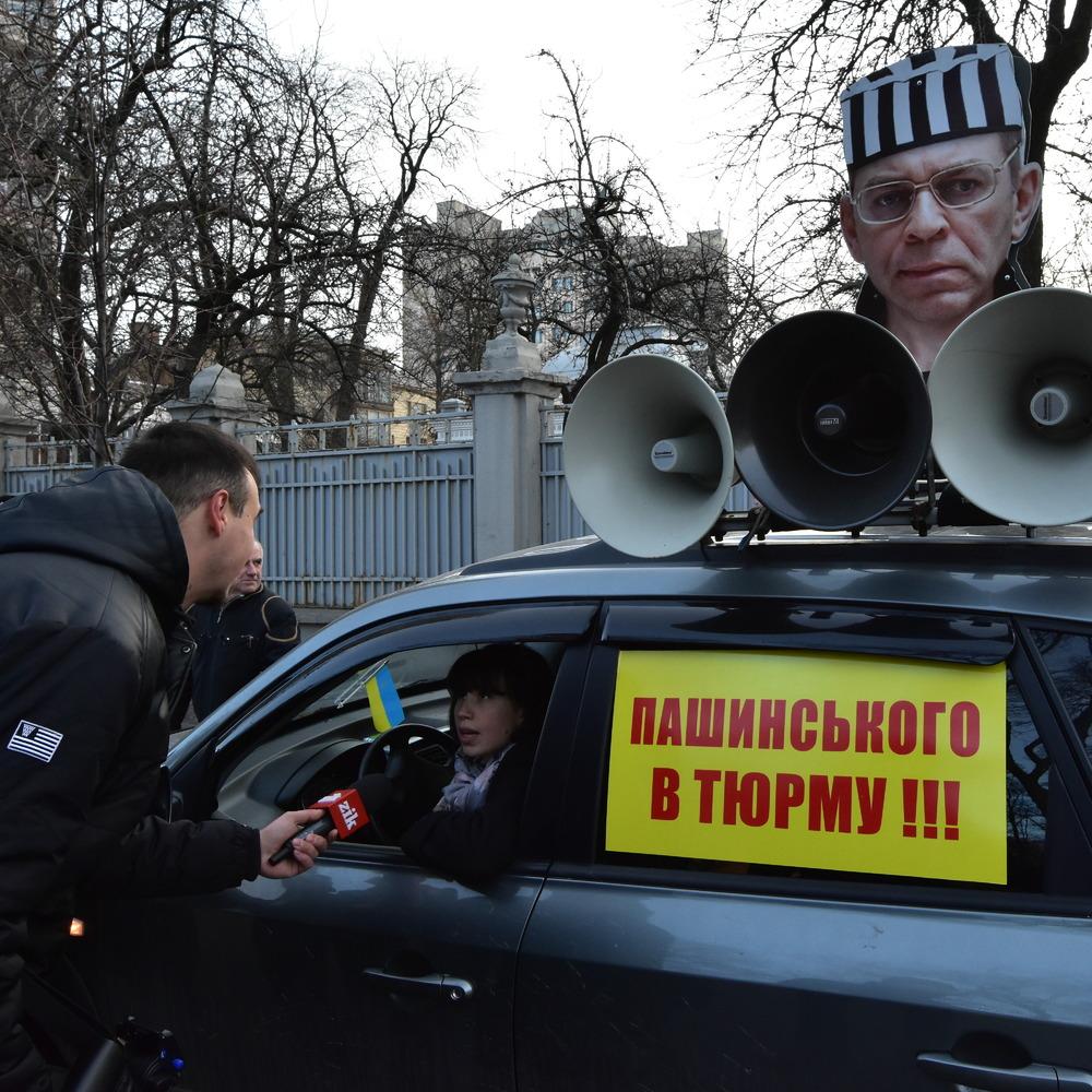 З'явилося відео, як скандальна депутатка Чорновол намагається викрасти автомобіль