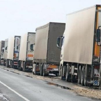 Росія звернулася до України з проханням пропустити російські вантажівки