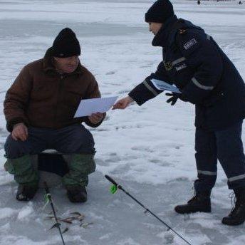 На Полтавщині 150 рибалок упливли на кризі
