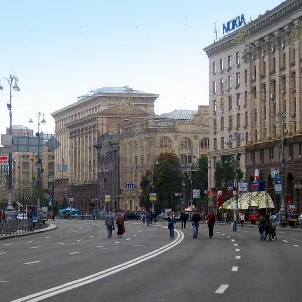 У Києві закривають метро та перекривають центр для автомобілів