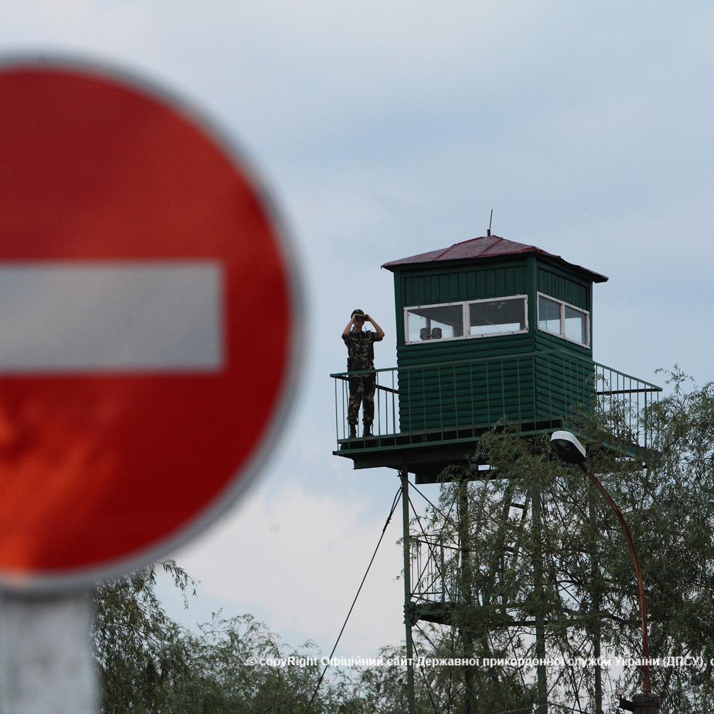 На українсько-румунському кордоні п'яний чоловік напав на прикордонників
