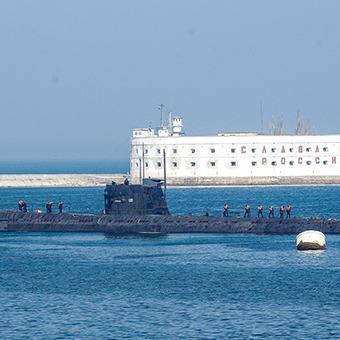 Росія відправляє нові підводні човни та кораблі до анексованого Криму