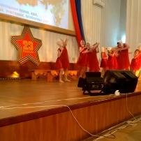 Танок керченських дівчат до свята підірвав Мережу (відео)