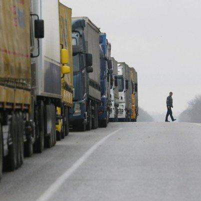 Кабмін дозволив транзит російських фур територією України