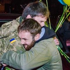 У Дніпропетровську зустріли звільнених полонених (фото)