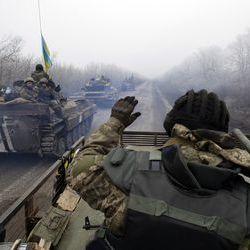 Українські військові знайшли в Широкіному несподіванні речі та не рекомендують людям повертатися (ВІДЕО)