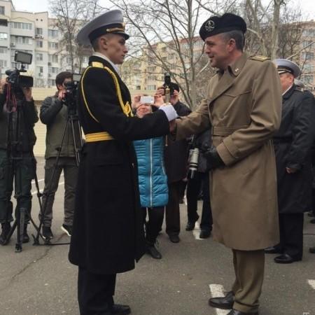 Вакарчук привітав курсантів-випускників Академії ВМС, що залишилися вірними присязі (фото, відео)