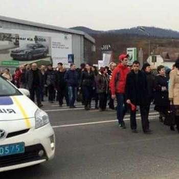 На Закарпатті активісти перекрили трасу «Київ-Чоп» (ВІДЕО)
