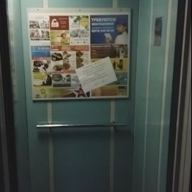 У Севастополі в непрацюючих ліфтах цілодобово крутять гімн РФ