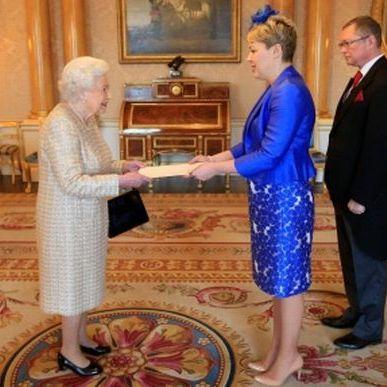 Український посол у Великобританії вручила королеві Єлизаветі ІІ вірчі грамоти