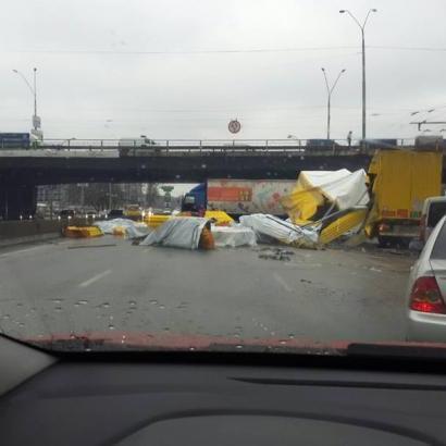 Масштабне ДТП сталося поблизу Одеського мосту в Києві (ФОТО)