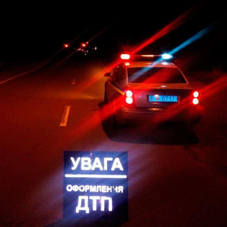 У Житомирі машина врізалася в зупинку, загинув 8-річний хлопчик