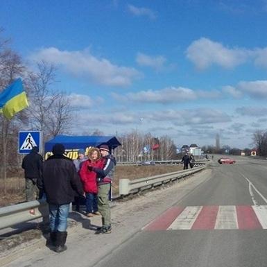 На Сумщині почали блокувати російські вантажівки