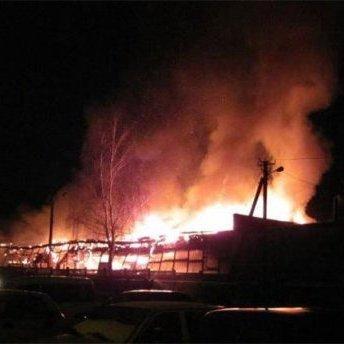 Внаслідок вибуху загорівся таксопарк у Чернігові