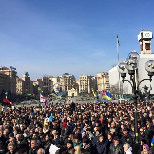 Сотні людей у Києві вийшли висловити підтримку Надії Савченко (фото)
