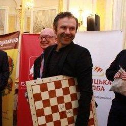 Вакарчук зробив перший хід на чемпіонаті з шахів