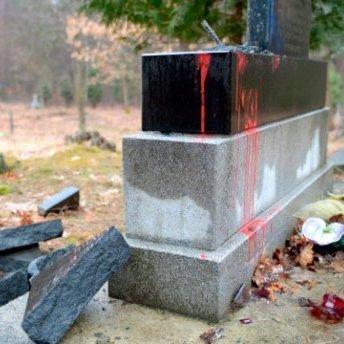 У Польщі вандали розбили плиту на честь воїнів УПА