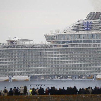 У Франції спустили на воду найбільший у світі круїзний лайнер (ФОТО)