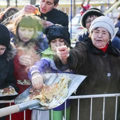 У Росії чиновників попросили не годувати більше людей з лопати