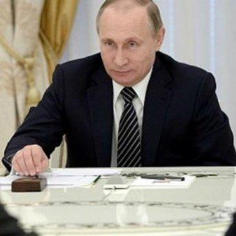 У президента Росії вгледіли коштовний годинник