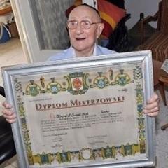 Визнано найстарішого чоловіка на Землі