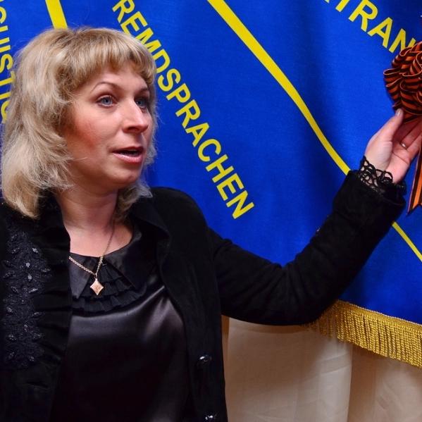 «Екс-чиновник» «ЛНР», яку розшукують бойовики, наживається на благодійному фонді в Росії