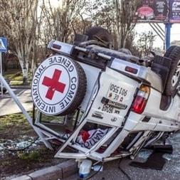 Джип Червоного Хреста перекинувся в центрі Донецька