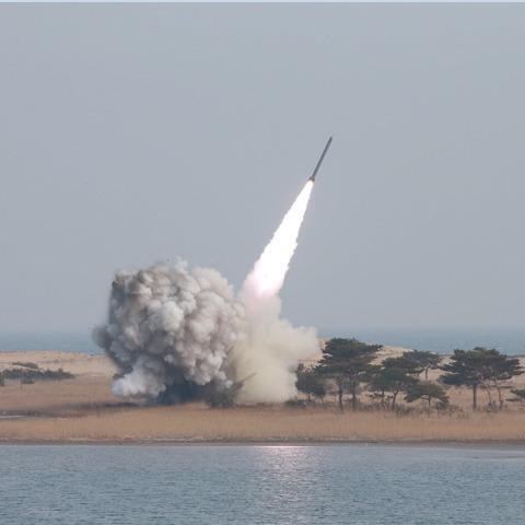 Північна Корея запустила балістичну ракету в Японське море