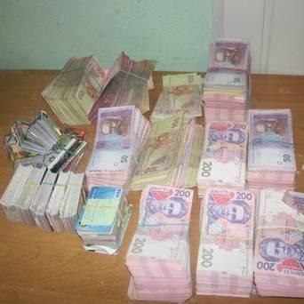 Майже 7 млрд гривень з коштів для переселенців потрапляють до кишень терористів