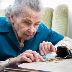 Яценюк пообіцяв, що з травня підвищаться зарплати та пенсії