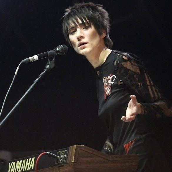 Земфіра змусила фанатів на концерті прибрати український прапор (відео)