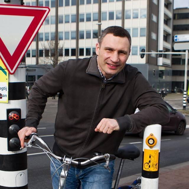 Мер Києва їздить Амстердамом на велосипеді (фото, відео)