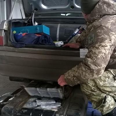 Українець намагався вивезти до Росії 500 мільйонів рублів у бензобаці
